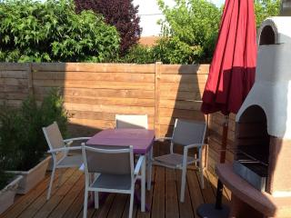 Bright Gite in Arcachon with Dishwasher, sleeps 4 - Arcachon vacation rentals