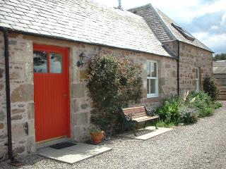 Comfortable 2 bedroom Cottage in Inverness with Internet Access - Inverness vacation rentals