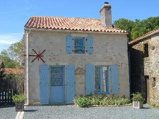 La Vieille Maison Holiday Home - Saint-Juire-Champgillon vacation rentals