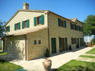 2 bedroom Farmhouse Barn with Shared Outdoor Pool in Montelabbate - Montelabbate vacation rentals