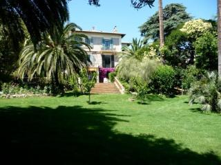 Albert Deluxe 5 Bedroom Cannes Apartment Rental with a Pool and Balcony - Cannes vacation rentals