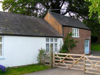 Gorgeous Cottage with Washing Machine and Television - Ewyas Harold vacation rentals