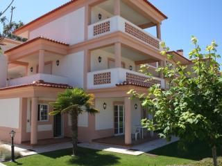 Luxury ground floor apartment in Praia del Rey - Caldas da Rainha vacation rentals