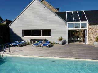 Luxury home + pool, DDay Beaches/Mont Saint Michel - Gouville-sur-Mer vacation rentals
