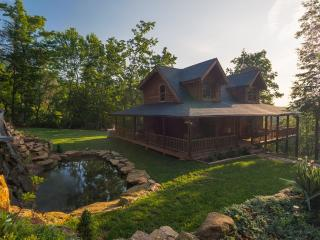 Charming Cabin with Deck and Internet Access in Lake Lure - Lake Lure vacation rentals