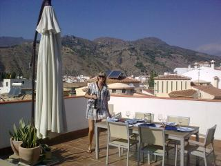 Perfect Condo with A/C and Satellite Or Cable TV - Velez de Benaudalla vacation rentals