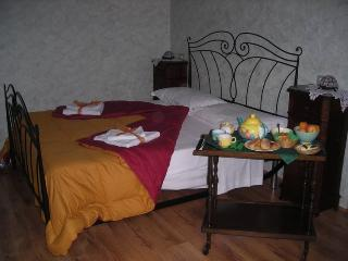 Cozy Bed and Breakfast with Central Heating and Balcony in Sala Consilina - Sala Consilina vacation rentals