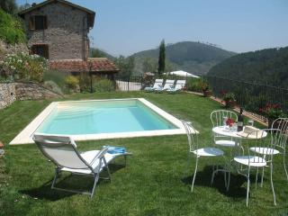 Gorgeous farmhouse in the Tuscan hills, private pool, terrace and majestic views, sleeps 8 - Sant'Andrea di Compito vacation rentals
