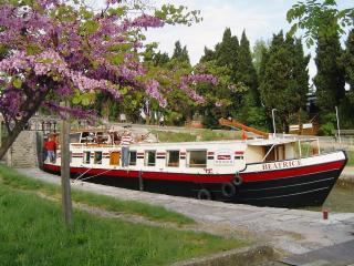 Hotel Barge Beatrice cruises on the Canal du Midi - Portiragnes vacation rentals