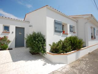 Beach/village location - 5 bedroom villa - L'Aiguillon-sur-Mer vacation rentals