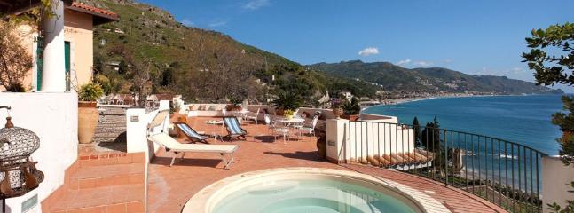 4 bedroom Villa in Taormina, Sicily, Italy : ref 2230268 - Image 1 - Taormina - rentals