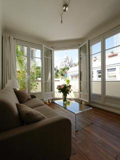 Bright 1 bedroom Paris Apartment with Internet Access - Paris vacation rentals