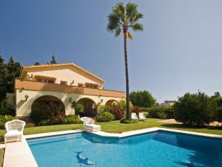 Villa Alexia: 5 bed villa near Puerto Banus - Puerto José Banús vacation rentals
