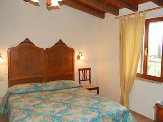 Gorgeous House with Deck and A/C in Casal di Pari - Casal di Pari vacation rentals