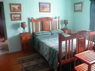 Bright 2 bedroom Apartment in Struisbaai with Microwave - Struisbaai vacation rentals