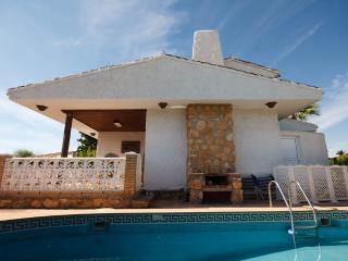 Family-friendly villa by beach, own pool, garden - Alicante vacation rentals
