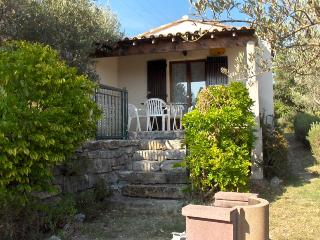Bright 2 bedroom Bessas Gite with Internet Access - Bessas vacation rentals