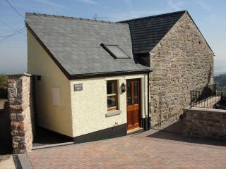 2 bedroom Barn with Internet Access in Cinderford - Cinderford vacation rentals