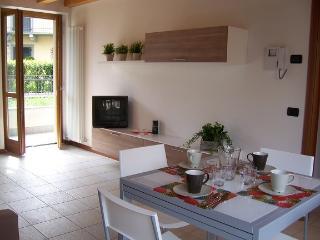 Antico Oleificio - 2 bedrooms 4/6 sleeps lakefront - Riva di Solto vacation rentals