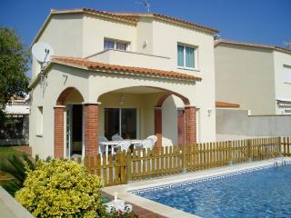 Costabravaforrent Can Ricardell, up to 8 with pool - L'Escala vacation rentals