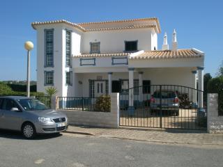 Sunny 3 bedroom Almadena Villa with Internet Access - Almadena vacation rentals