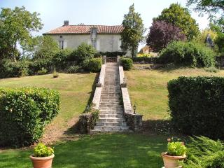Comfortable Villa with Television and Microwave - Bourdeilles vacation rentals