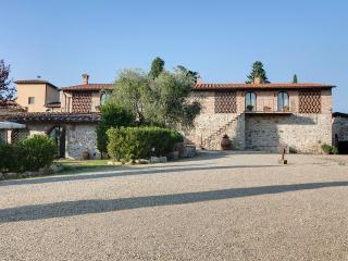 Farmhouse close to Florence, 2 bedrooms, shared outdoor pool, brilliant views - Greve in Chianti vacation rentals