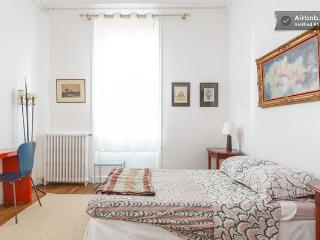 Charming Condo with Internet Access and Dishwasher - Clichy vacation rentals