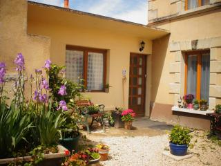 2 bedroom Bed and Breakfast with Internet Access in Thouars - Thouars vacation rentals