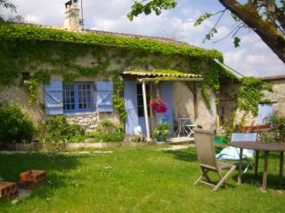 Lovely Cottage with Internet Access and Washing Machine - Saint Eutrope de Born vacation rentals