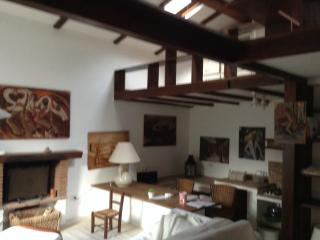 Cozy 2 bedroom House in Acilia with Internet Access - Acilia vacation rentals