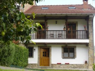 Comfortable Cottage with Balcony and Central Heating - Llanes vacation rentals