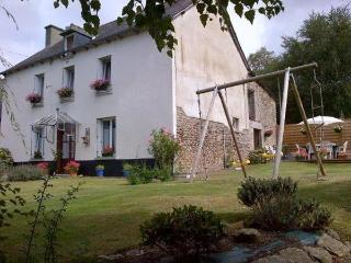 4 bedroom Gite with Cleaning Service in Yvignac-la-Tour - Yvignac-la-Tour vacation rentals