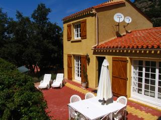 Villa located in a calm valley 15mn from the beach - Sorede vacation rentals