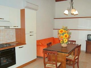 Cozy House in Casal di Pari with Deck, sleeps 4 - Casal di Pari vacation rentals