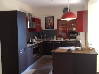 Bright 4 bedroom Agioi Theodoroi Apartment with A/C - Agioi Theodoroi vacation rentals