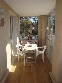 Bright 1 bedroom Apartment in Greoux les Bains with Internet Access - Greoux les Bains vacation rentals