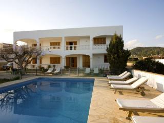 Villa Fina, near Playa d'en Bossa and Ibiza Town! Private Pool, Wifi and Aircon. - Ibiza Town vacation rentals