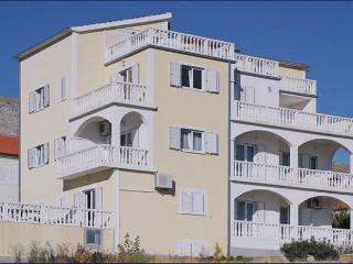Apartment Barisic 4+2 - Seget Donji-Vranjic vacation rentals
