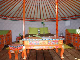 1 bedroom Yurt with Ping Pong Table in Orgon - Orgon vacation rentals