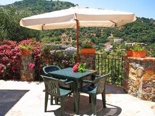 mono2 (melograno-mandorlo) - Gioiosa Marea vacation rentals