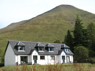 4 bedroom house with loch and mountain view - Crianlarich vacation rentals