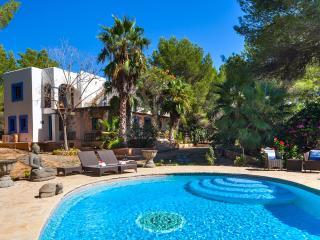 Villa Lola, near Playa d'en Bossa and Ibiza Town! Private Pool, Wifi and Aircon. - San Jose vacation rentals