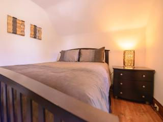 Nice House with Deck and Internet Access - Niagara Falls vacation rentals