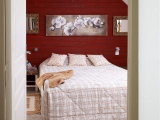 Bright 3 bedroom Morlaix Gite with Internet Access - Morlaix vacation rentals