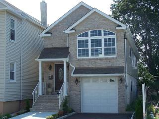 Luxury 3 Bedroom 2 Bath House! 15 Minutes Away Fro - New Jersey vacation rentals