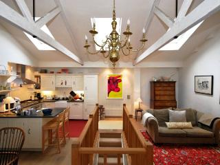 2 BEDROOM MEWS HOUSE LOCATED IN SOUTH KENSINGTON - London vacation rentals