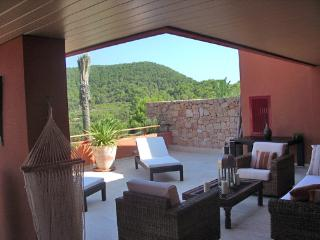 Beautiful 2 bedroom Roca Llisa Condo with Grill - Roca Llisa vacation rentals