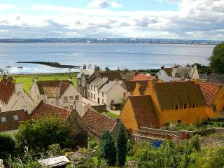 Bright Condo with Internet Access and Television - Culross vacation rentals
