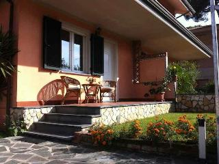 Villa Diva in Cinquale, well cared for. - Cinquale vacation rentals